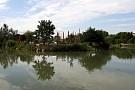 Okolie - vyhľad na jazero kúpaliska
